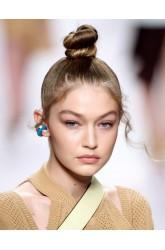 Acconciature capelli estate 2019: i raccolti anti caldo